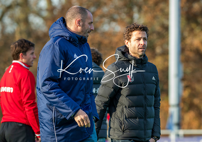 AMSTELVEEN - coach Jesse Mahieu (Pinoke) met coach Xanti Freixa (Adam)  tijdens de competitie hoofdklasse hockeywedstrijd heren, Pinoke-Amsterdam (1-1)   COPYRIGHT KOEN SUYK
