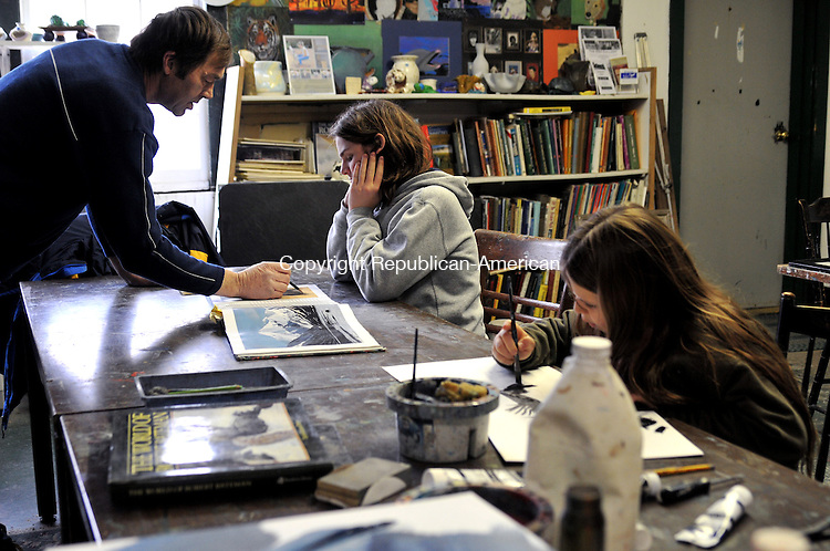PLYMOUTH, CT-10 Nov 10-111010AJ01- Raymond S. White teaches Noah Banjin, 14, of Torrington how to draw a bear at Artworks Art Center in Plymouth, Monday afternoon as Ada Banjin, 11, paints in the foreground.  Alec Johnson Republican-American