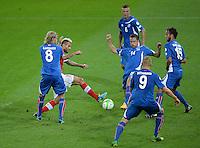 Fussball International  WM Qualifikation 2014   in Bern Schweiz - Island          06.09.2013 5 gegen 1; Birkir Bjarnason (Island) gegen Valon Behrami (Schweiz) sowie Kari Arnason (Nr.14, Island), Ragnar Sigurdsson (Nr.6, Island), Kolbeinn Sightorsson (Nr.9, Island) und Helgi Valur Danielsson (v.li, Nr.15, Island)
