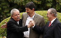 SAO PAULO, SP, 18 JUNHO 2012 - APOIO MALUFF AO FERNANDO HADDAD - O deputado federal Paulo Maluf (PP) recebeu nesta segunda-feira (18) o pré-candidato do PT à Prefeitura de São Paulo, Fernando Haddad(c) e o ex-presidente Luiz Inácio Lula da Silva em sua casa em São Paulo. Maluf oficializou o apoio de seu partido à candidatura do petista. FOTO: ADRIANA SPACA - BRAZIL PHOTO PRESS.