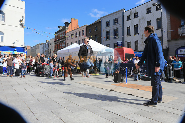 .during the arts festival in West street..Picture:  www.newsfile.ie ..