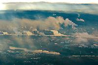 Qualm der Raffinierie im Hamburger Hafen: EUROPA, DEUTSCHLAND, HAMBURG, (EUROPE, GERMANY), 20.11.2013 Qualm der Raffinierie im Hamburger Hafen