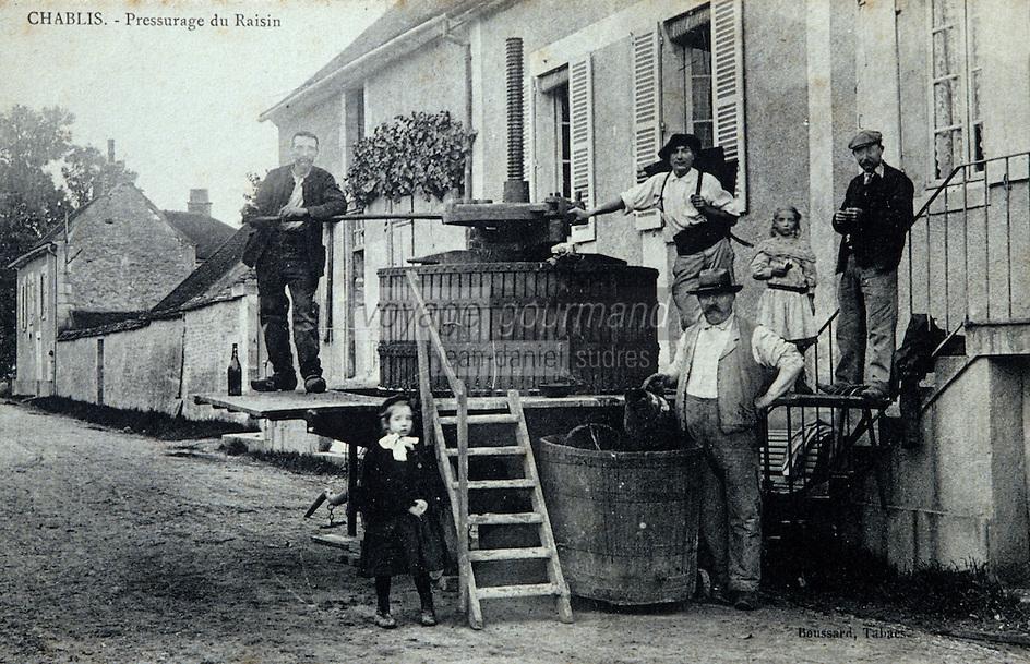 Europe/France/89/Yonne/AOC Chablis: Carte postale ancienne le pressoir