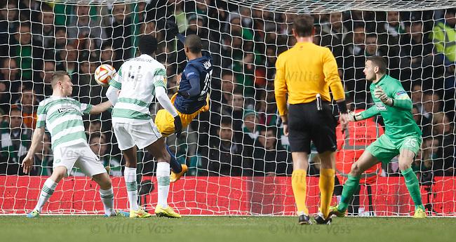 Alan knocks in goal no 2 for Salzburg