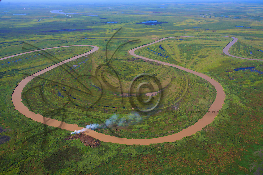 In order to clear pastureland for the livestock, the gauchos slash and burn the vegetation on the islands. This practice, which has intensified with the spread of soy farming, has dramatic repercussions for the flora and fauna.