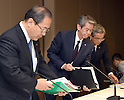 July 21, 2015, Tokyo, Japan - Toshiba President Hisao Tanaka, center, accompanied by two top executives, arrives at a news conference at its headquarters in Tokyo on Tuesday, July 21, 2015.  Tanaka announced his resignation, taking responsibility for his part in manipulating deceptive accounting during the news conference. The Japanese electronics and electrical equipment group's manipulated profits add up to 1.25 billion dollars from fiscal 2008 through December 2014. They are, from left: Chairman Masashi Muromachi, who succeeds Tanaka; President Tanaka; and Executive Director Keizo Maeda, who steps down from his post. (Photo by Natsuki Sakai/AFLO) AYF -mis-