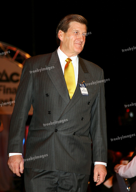 The Grand Final Breakfast, Melbourne Exhibition Centre 29-9-07, The VIP Guests arrive down the red carpet, Former Premier of Victoria Jeff Kennett..