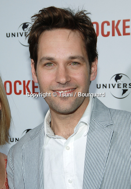 Paul Rudd arriving at KNOCKED UP Premire at the Westwood Village Theatre In Los Angeles. <br /> <br /> headshot<br /> eye contact<br /> smile