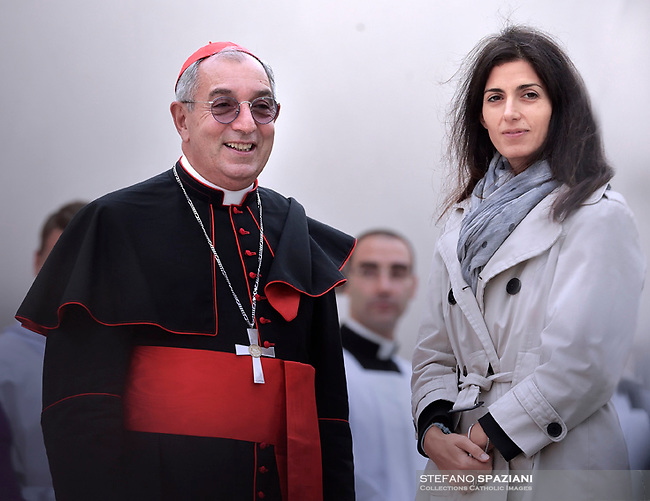 Cardinal Angelo De Donatis Rome's mayor Virgina Raggi.Pope Francis leads the All Souls Day Papal mass for the Commemoration of all the faithful departed on November 2, 2018 at the Cimitero Laurentino, a cemetery on the outskirts of Rome.