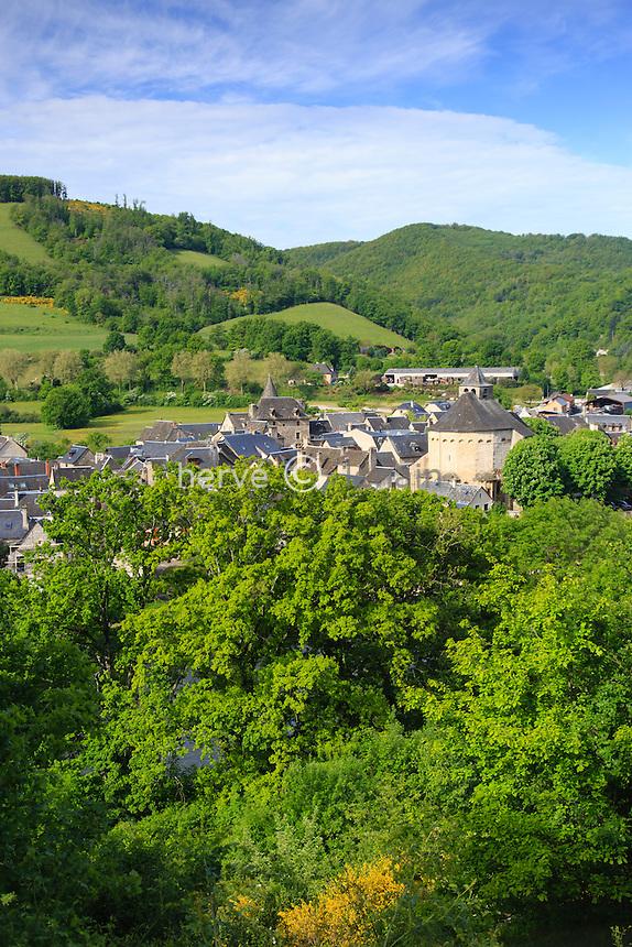 France, Aveyron (12), Sainte-Eulalie-d'Olt, labellisé Les Plus Beaux Villages de France, vue générale du village // France, Aveyron, Sainte Eulalie d'Olt, labelled Les Plus Beaux Villages de France (The most beautiful villages of France)