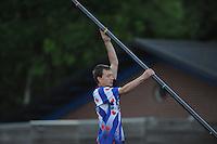 FIERLJEPPEN: BURGUM: 07-06-2013, Nationale competitie fierljeppen, Bobby Zwaagman, ©foto Martin de Jong