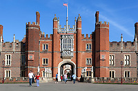 Great Britain, England, London: Hampton Court Palace, the Tudor Palace given to King Henry 8th by Cardinal Wolsey | Grossbritannien, England, London: Hampton Court Palace, der Tudor Palast, den Koenig Henrich VIII. von Kardinal Wolsey erhielt