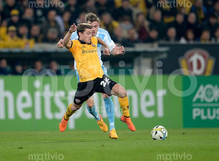 FUER SZ FREI, PAUSCHALE GEZAHLT!!!<br /> Fu&szlig;ball, Sachsen - Pokal, Saison 2015/2016, Achtelfinale, SG Dynamo Dresden - Chemnitzer FC (CFC), Freitag (09.10.2015), Stadion Dresden.<br /> Dresdens Sinan Tekerci (vorn) gegen den Chemnitzer Christian Cappek.<br /> Foto: Robert Michael / www.robertmichaelphoto.de