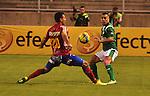 Deportivo Cali y Deportivo Pasto empataron a 0 goles en la novena jornada del Torneo Clausura Colombiano 2013 / Marlon Piedrahita (l) marcando la salida de Vladimir Marín (d)