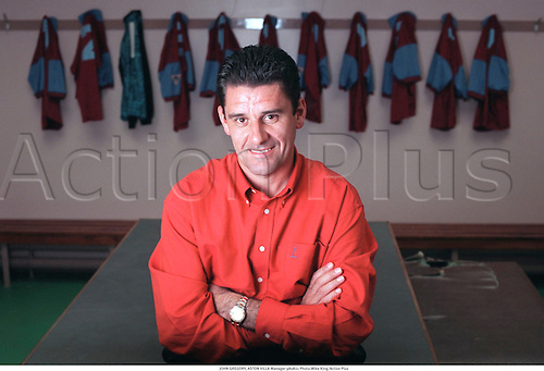 JOHN GREGORY, ASTON VILLA Manager 980821 Photo:Mike King/Action Plus...1998.Soccer.Coach.Changing Room.Dressing Room.Portrait.football.mangers.association.coaches.premiership premier league.club clubs