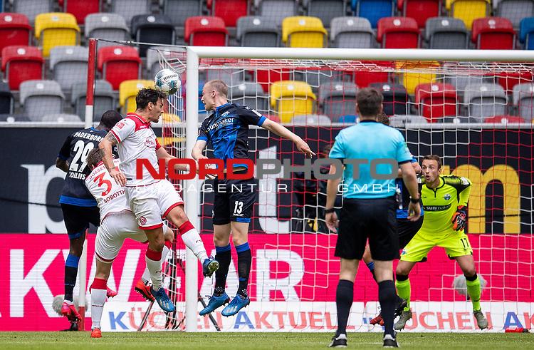 nph00351: Fussball, 1. Bundesliga, Saison 19/20, 26. Spieltag, Fortuna Düsseldorf - FC Paderborn 07, 16.05.2020:<br /> Pfostentreffer von Kaan Ayhan (F95), Sebastian Schonlau (SCP)<br />  <br /> <br /> Nur für journalistische Zwecke! Only for editorial use!<br /> <br /> Gemäß den Vorgaben der DFL Deutsche Fußball Liga ist es untersagt, in dem Stadion und/oder vom Spiel angefertigte Fotoaufnahmen in Form von Sequenzbildern und/oder videoähnlichen Fotostrecken zu verwerten bzw. verwerten zu lassen. DFL regulations prohibit any use of photographs as image sequences and/or quasi-video. <br /> <br /> Foto: Moritz Müller/Pool / via Meuter/nordphoto