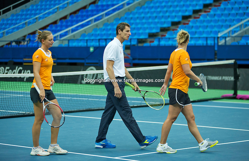 Moskou, Russia, Februari 4, 2016,  Fed Cup Russia-Netherlands,  Dutch team practise doubles Cindy Burger and Richel Hogenkamp (R) with captain Paul Haarhuis<br /> Photo: Tennisimages/Henk Koster