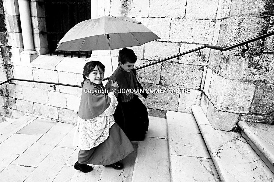 4 ABRIL 2010 SANTANDER.La procesion del domingo de resurrecion se vio suspendida por la lluvia.fotos ©joaquin gomez sastre