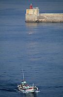 Europe/France/Provence-ALpes-Côte d'Azur/13/Bouches-du-Rhône/Marseille: Bateau de pêche rentrant au vieux port