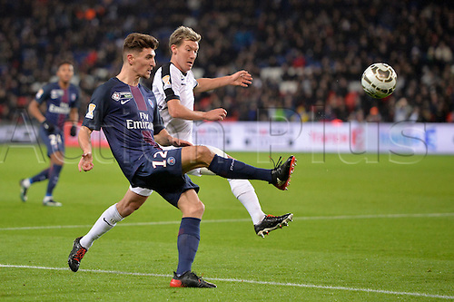 11.01.2017. Paris, France. French league cup football, Paris Saint Germain versus FC Metz.  12 THOMAS MEUNIER (psg) crosses in front of Franck SIGNORINO (metz)