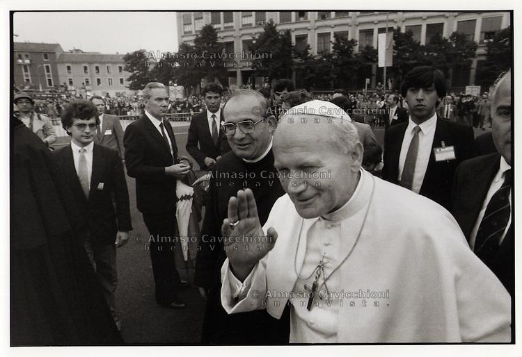 Papa Giovanni Paolo II (Karol Wojtyla) in visita a Milano (1984).Pope John Paul II (Karol Wojtyla) on a visit to Milan