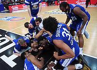 Basketball  1. Bundesliga  2016/2017  Hauptrunde  17. Spieltag  30.12.2016 Walter Tigers Tuebingen - FRAPORT SKYLINERS Frankfurt Schlussjubel Frankfurt; Matchwinner Albert Jay English (Mitte)