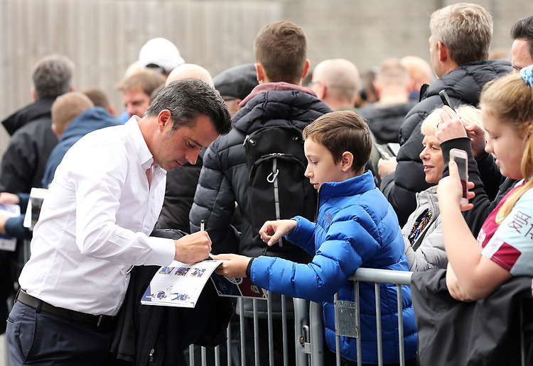 Everton manager Marco Silva signs autographs for waiting fans as he arrives ahead of kick-off at Turf Moor<br /> <br /> Photographer Rich Linley/CameraSport<br /> <br /> The Premier League - Burnley v Everton - Saturday 5th October 2019 - Turf Moor - Burnley<br /> <br /> World Copyright © 2019 CameraSport. All rights reserved. 43 Linden Ave. Countesthorpe. Leicester. England. LE8 5PG - Tel: +44 (0) 116 277 4147 - admin@camerasport.com - www.camerasport.com