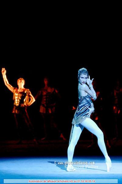 BALLET DU THEATRE BOLCHOI..SPARTACUS PROGRAMME 3..Auteur : GIOVANOLI Raffaello..Choregraphie : GRIGOROVITCH Iouri..Orchestre : Orchestre Colonne..Decor : VIRSALADZE Simon..Costumes : VIRSALADZE Simon..Avec :..NEPOROZHNI Vladimir..SHIPULINA Ekaterina..Lieu : Opera Garnier..Ville : Paris..Le : 18 01 2008....© Laurent Paillier Agence Enguerand....