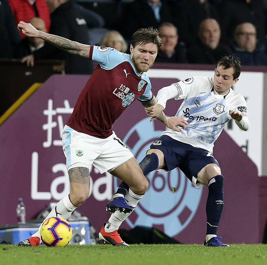 Burnley's Jeff Hendrick holds off the challenge from Everton's Bernard<br /> <br /> Photographer Rich Linley/CameraSport<br /> <br /> The Premier League - Burnley v Everton - Wednesday 26th December 2018 - Turf Moor - Burnley<br /> <br /> World Copyright © 2018 CameraSport. All rights reserved. 43 Linden Ave. Countesthorpe. Leicester. England. LE8 5PG - Tel: +44 (0) 116 277 4147 - admin@camerasport.com - www.camerasport.com