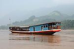Remontee du Mekong entre Luan Prabang et Pakbeng vers la frontiere thailandaise. Laos .