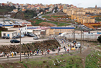 El Biutz, la strada di circa tre chilomentri che costituisce il punto di passaggio illegale delle merci tra Ceuta e il Marocco costantemente percorsa da portatori. Ceuta, 8 febbraio, 2010<br /> <br /> El Biutz, the road of about three kilometers that is the illegal goods passage beetwen Ceuta and Morocco. Ceuta, February 8, 2010