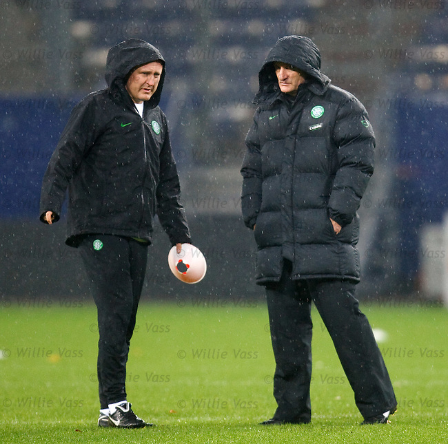 Mark Venus and Tony Mowbray shelter from the rain at Hamburg's Nordbank Arena