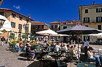 ITA, Italien, Lombardei, Comer See, Menaggio: Cafes an der Piazza Garibaldi | ITA, Italy, Lombardia, Lake Como, Menaggio: Cafes at square Piazza Garibaldi