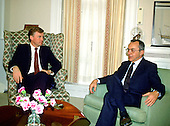 Washington, D.C. - (FILE) -- United States Vice President Dan Quayle meets Foreign Minister Moshe Arens of Israel in his White House office in Washington, D.C. on Monday, March 13, 1989..Credit: Arnie Sachs / CNP