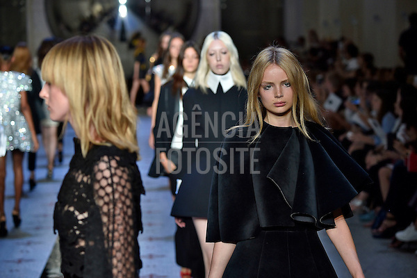Dice_Kayek<br /> Paris Haute Couture Fall Winter 2015 - July 2015