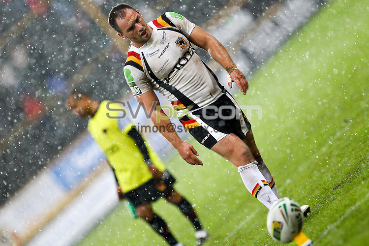 PICTURE BY ALEX WHITEHEAD/SWPIX.COM - Rugby League - Super League - Bradford Bulls v Widnes Vikings - Odsal Stadium, Bradford, England - 05/08/12 - Bradford's Luke Gale prepares to kick for goal.