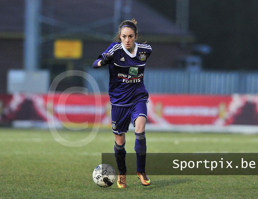 Waasland Beveren Sinaai Girls - RSC Anderlecht : Tessa Wullaert aan de bal .foto DAVID CATRY / Nikonpro.be