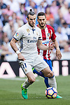Gareth Bale (l) of Real Madrid fights for the ball with Jorge Resurreccion Merodio, Koke, of Atletico de Madrid during their La Liga match between Real Madrid and Atletico de Madrid at the Santiago Bernabeu Stadium on 08 April 2017 in Madrid, Spain. Photo by Diego Gonzalez Souto / Power Sport Images