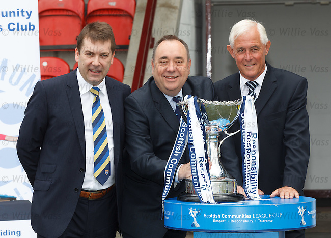David Longmuir, Alex Salmond and Ross Mathie with the Scottish League Cup