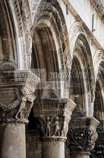Europe/Croatie/Dalmatie/Dubrovnik: Détail chapiteau de colonne du Palais du Recteur