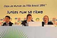 RIO DE JANEIRO, RJ, 30 DE MAIO 2012 - SORTEIO COPA DAS CONFEDERACOES - O ex jogador Bebedo (E) e o secretario-geral da FIFA, Jerome Valcke (C) e o ministro Aldo Rebelo, durante sorteio da Copa das Confederações, torneio que antecede a Copa do Mundo e que será disputado entre 15 e 30 de junho de 2013. No Hotel Sheraton, na Barra da Tijuca nesta quarta-feira, 30. (FOTO: GUTO MAIA / BRAZIL PHOTO PRESS).
