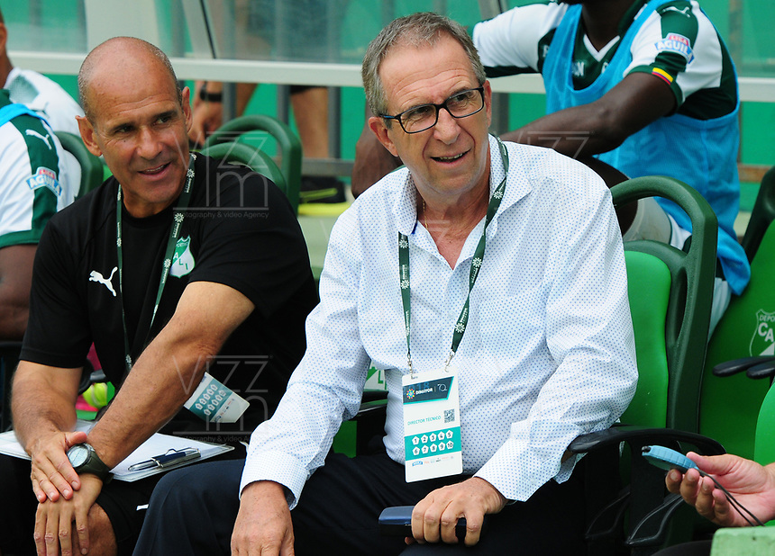 PALMIRA - COLOMBIA, 27-10-2018: Gerardo Pelusso, técnico de Deportivo Cali, gesticula durante partido con Jaguares de Córdoba por la fecha 17 de la Liga Águila II 2017 jugado en el estadio Palmaseca de la ciudad de Palmira. / Gerardo Pelusso, coach of Deportivo Cali, gestures during the match agaisnt Jaguares de Cordoba for the date 17 of the Aguila League II 2017 played at Palmaseca stadium in Palmira city.  Photo: VizzorImage/ Nelson Rios / Cont