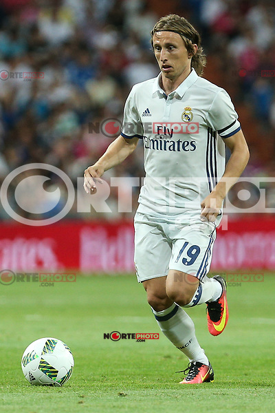 Real Madrid's Luca Modric during the XXXVII Bernabeu trophy between Real Madrid and Stade de Reims at the Santiago Bernabeu Stadium. August 15, 2016. (ALTERPHOTOS/Rodrigo Jimenez) /NORTEPHOTO