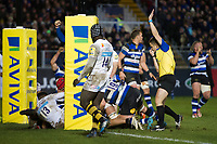 Paul Grant of Bath Rugby scores a try. Aviva Premiership match, between Bath Rugby and Wasps on December 29, 2017 at the Recreation Ground in Bath, England. Photo by: Patrick Khachfe / Onside Images