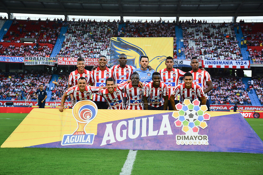 BARRANQUILLA - COLOMBIA, 10-11-2019: Jugadores del Junior posan para una foto previo al partido por los cuadrangulares semifinales de la Liga Águila II 2019 entre Atlético Junior  y Deportes Tolima  jugado en el estadio Metropolitano Roberto Meléndez de la ciudad de Barranquilla . / Players of Junior pose to a photo prior the match for the quadrangular semifinals as part of Aguila League II 2019 between Atletico Junior  and Deportes Tolima played at Metropolitano Roberto Melendez  stadium in Barranquilla  city. Photo: VizzorImage / Alfonso Cervantes / Contribuidor
