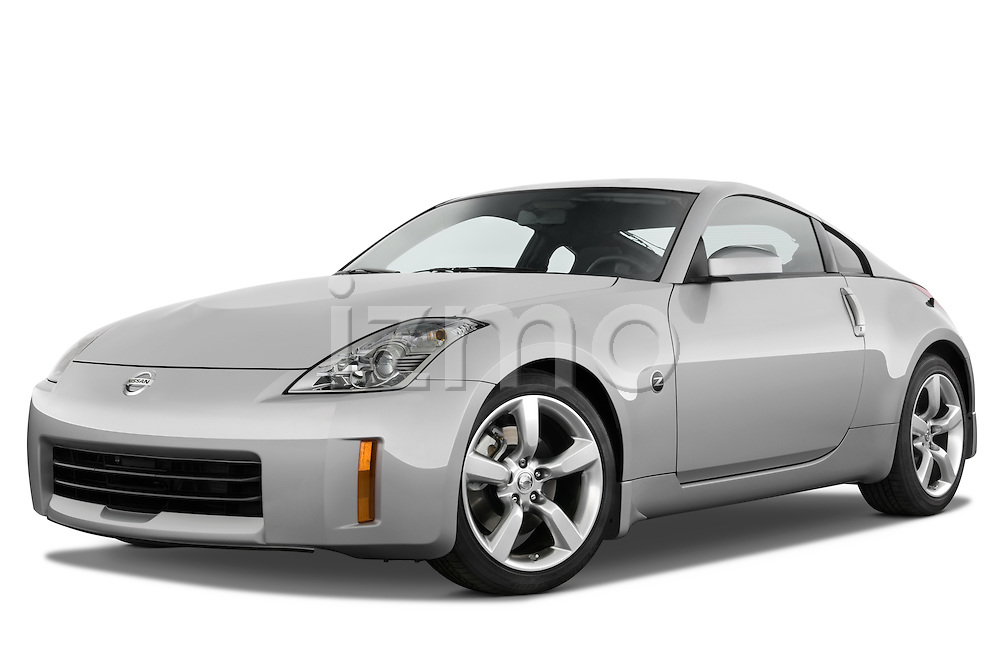 Low aggressive front three quarter view of a 2008 Nissan 350z.