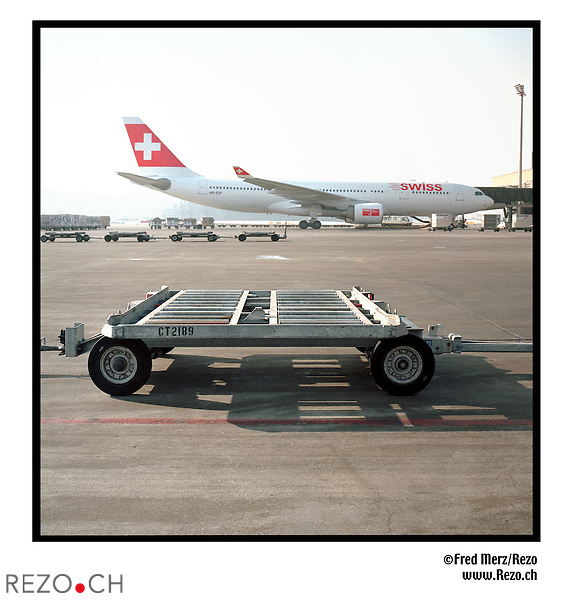 FM01011 / Illustration avion Swiss...Zurich Kloten, Unique Airport, Fevrier 03...©Fred Merz/Rezo