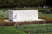 FDR, Hyde Park, New York, Graves in the Rose Garden at the Home of Franklin D. Roosevelt National Historic Site in Hyde Park, New York. Graves of President and Mrs. Franklin Delano Roosevelt.