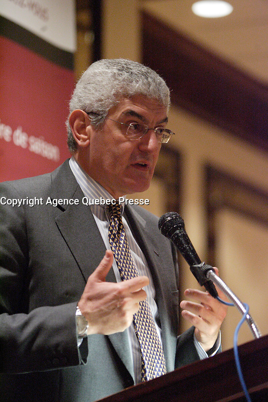 March 5,2007, Montreal (QC), CANADA<br /> <br /> FERDINANDO BECCALLI-FALCO, GE INTERNATIONAL PRESIDENT AND CHIEF EXECUTIVE OFFICER speak about<br /> GLOBAL BUSINESS TRENDS - THE IMPACT OF EMERGING ECONOMIES ,<br /> AT THE CANADIAN CLUB OF MONTREAL'S PODIUM,March 5,2007<br /> <br /> Photo : (c) 2007 P&iuml;erre Roussel -  Images Distribution