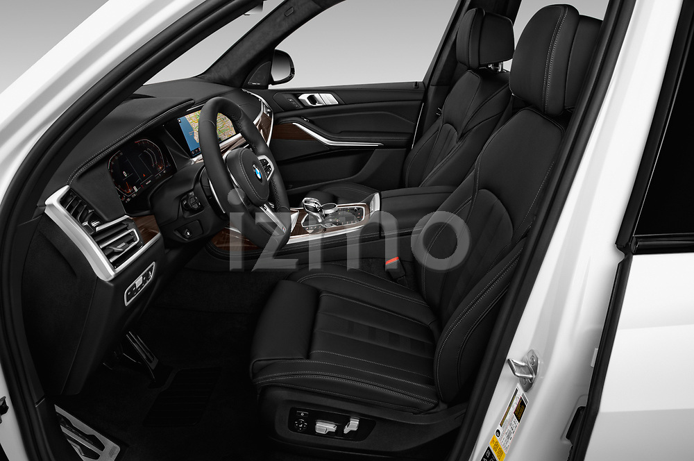 Front seat view of a 2019 BMW X7 40i 5 Door SUV front seat car photos